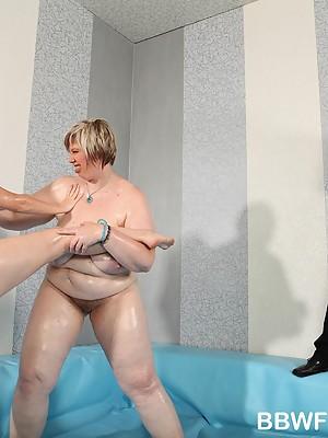 2 naked overweight chicks wrestling